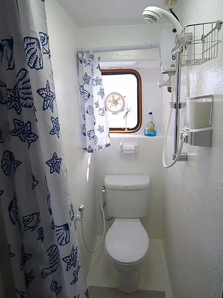 Mermaid II Liveaboard Bathroom